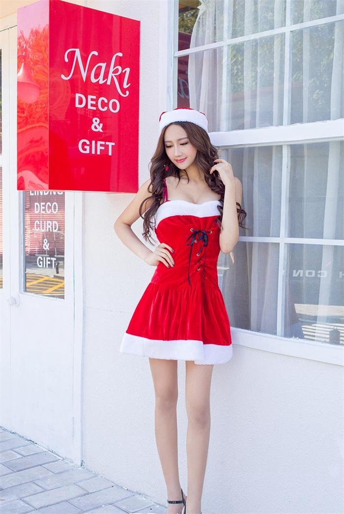 姑娘,圣诞早就过了,您这是...来晚了?